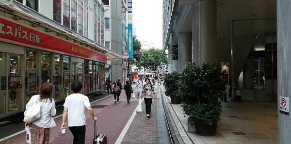 京王井の頭線の西口前の通路