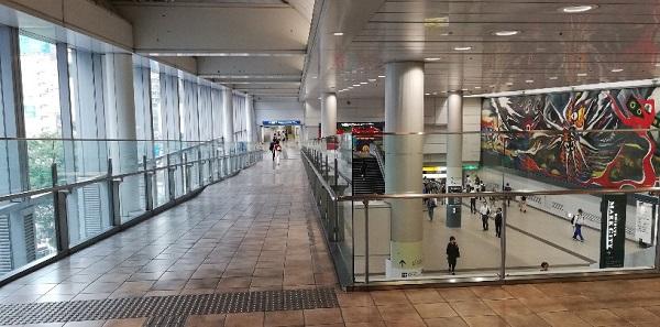 井の頭線渋谷駅の通路(吹抜け)