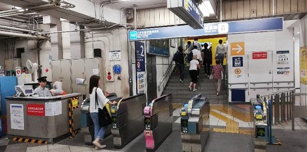 渋谷駅、銀座線のハチ公前交差点改札