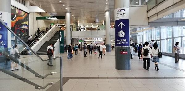 渋谷駅の構内(JR線と京王井の頭を結ぶ通路)