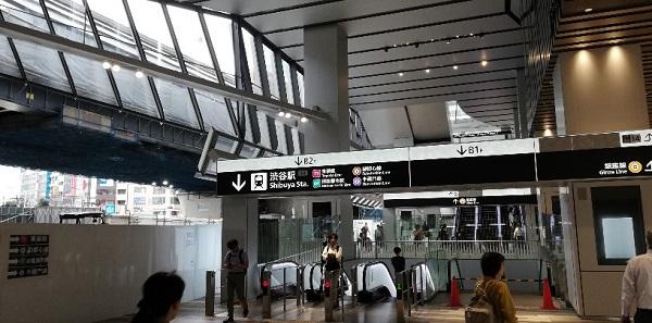 渋谷駅のスクランブルスクエア東棟のエスカレーター郡