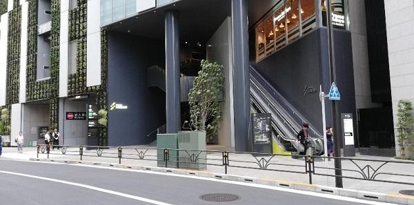 渋谷駅の新南口側のストリームのエスカレーター前