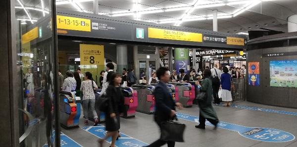 渋谷駅のヒカリエ1改札