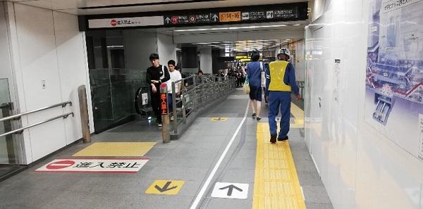 渋谷駅、東横線の通路(動く歩道)