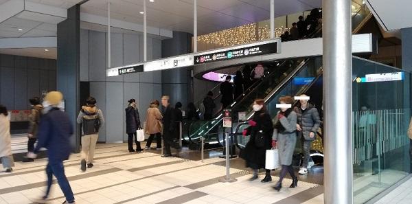 渋谷ヒカリエの1Fエスカレーター
