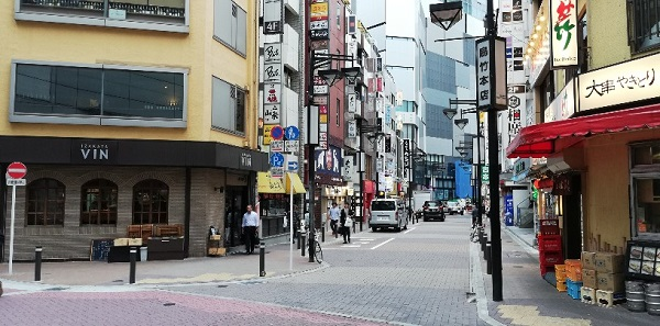 京王井の頭線、渋谷駅の西口(地上)の前の鳥たけ本店前