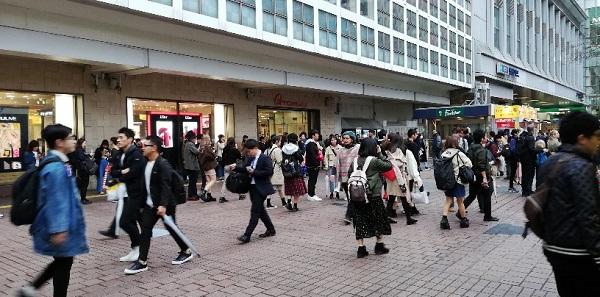 渋谷駅、ハチ公出口のハチ公広場前