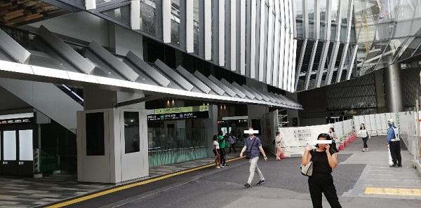 渋谷駅東口前(スクランブルスクエアの羽)