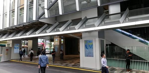 渋谷駅東口、スクランブルスクエア前