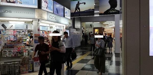 JR渋谷駅の玉川改札前の売店前の通路