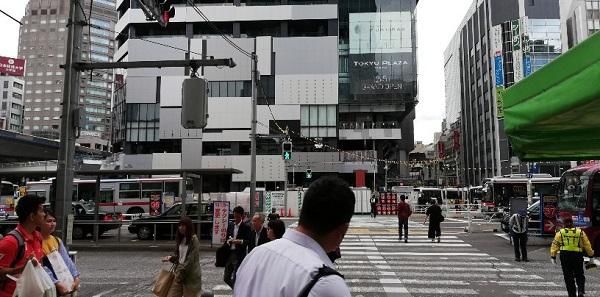 渋谷駅西口から渋谷フクラスへ向かう