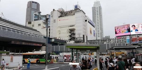 渋谷駅の宮益坂口(東口バスターミナル前)