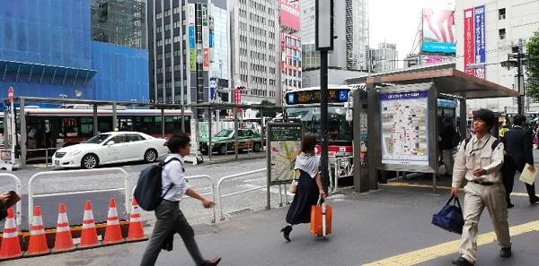 渋谷駅の西口のバスのりば前