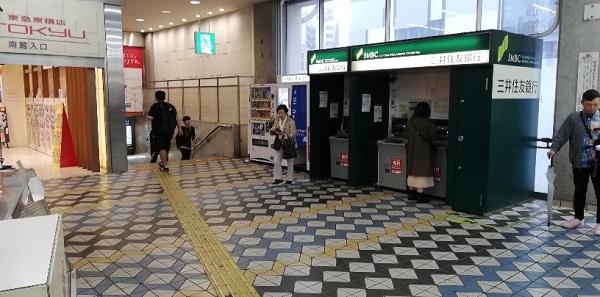 渋谷駅の2Fのしぶそば前のATM