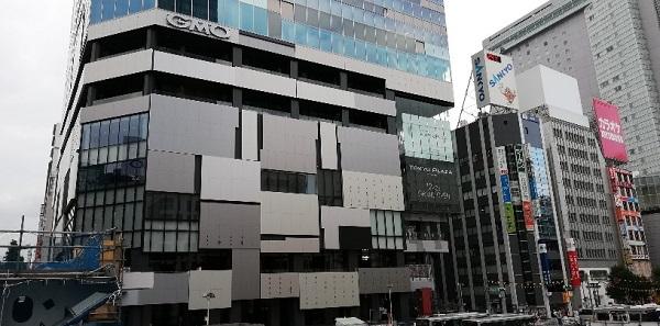 渋谷駅の西口バスのりば前の渋谷フクラス