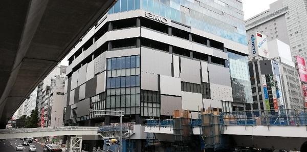 渋谷駅の西口、渋谷フクラス
