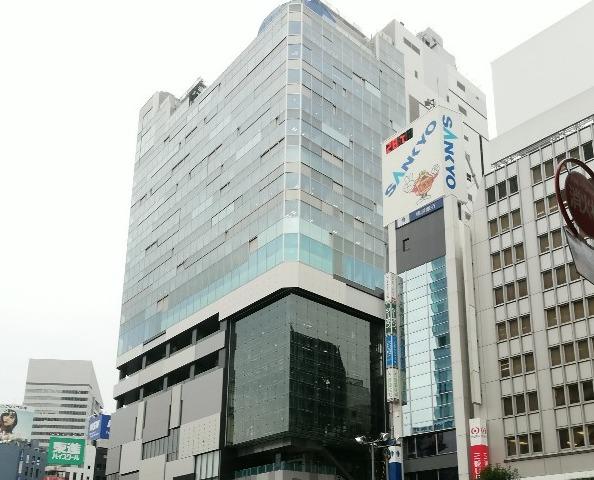 渋谷駅の西口前、渋谷フクラス