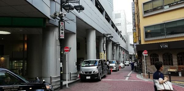 渋谷マークシティ横の細道