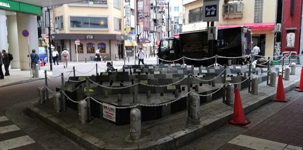 渋谷駅井の頭線の西口改札まえのオブジェ