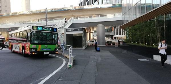渋谷スクランブルスクエア前の出口(バス停前)