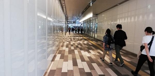渋谷スクランブルスクエア東棟の南側のデッキと連結する通路