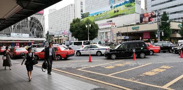 品川駅の高輪口(タクシー乗り場の前)