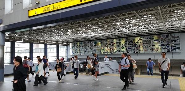 品川駅の高輪口(ステンドグラスのあるところ)