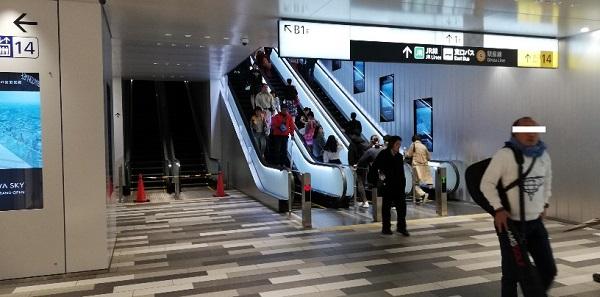 東横/副都心線、渋谷駅のB3Fエスカレーターを上る