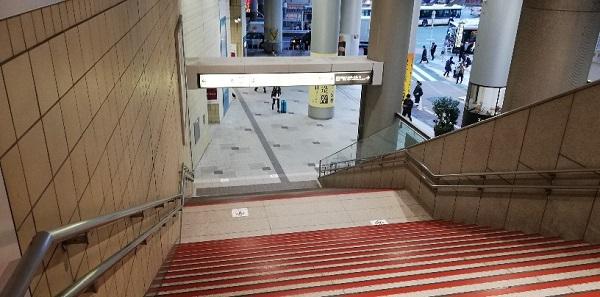 京王井の頭線渋谷駅の構内の階段