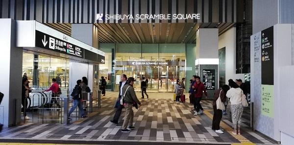 渋谷駅東口の待ち合わせ場所(スクランブルスクエア1Fのエントランス)