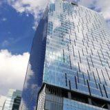 スクランブルスクエア東棟(東急東横店の屋上から見上げた写真)