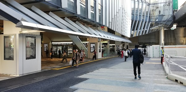 渋谷駅東口のバスターミナル前