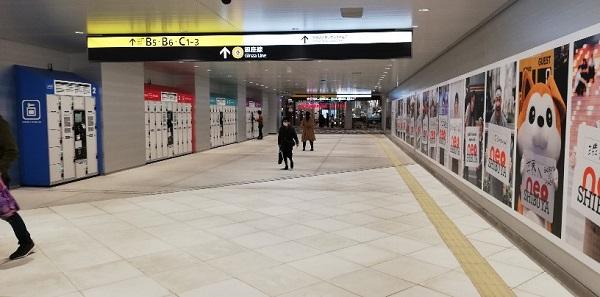 渋谷駅東口地下広場の通路(ロッカー前、スクランブルスクエアのkinokuniya近く)