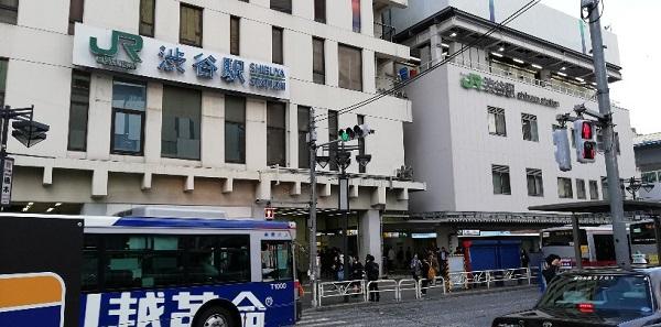 渋谷駅の西口バスターミナル前