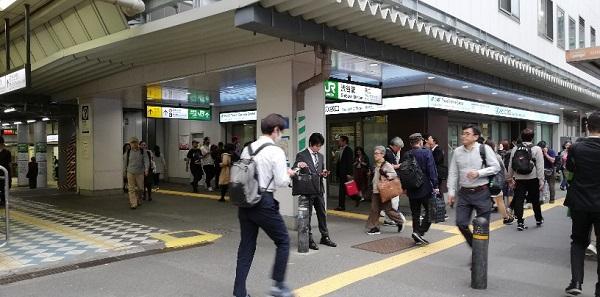 渋谷駅西口みどりの窓口前