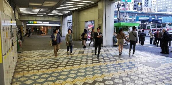渋谷駅西口(西口バスターミナル、ロッカー前)