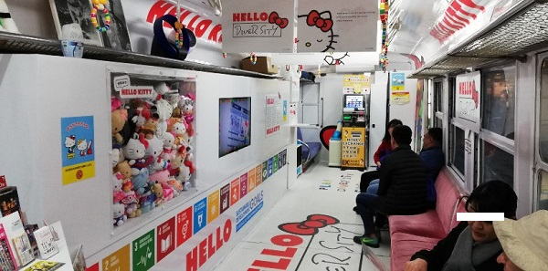 渋谷ハチ公広場の電車(観光案内所内)