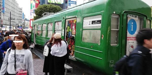渋谷駅の待ち合わせ場所(ハチ公広場の電車)