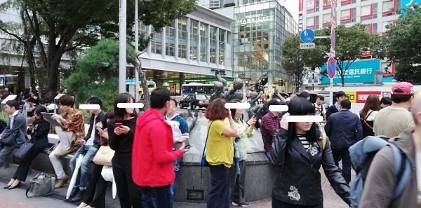 渋谷ハチ公広場の地球のうえであそぶこどもたちのオブジェ