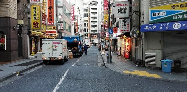 京王井の頭線渋谷駅の西口前の商店街