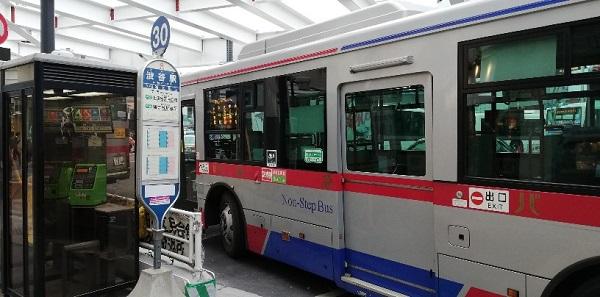 渋谷駅の西口バス乗り場(乗り場30)