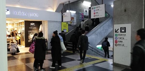渋谷駅indexpres前の階段