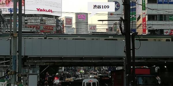 渋谷駅JR線高架下から渋谷109へ向かう