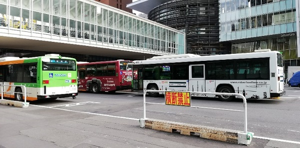 渋谷スクランブルスクエア東前のバスターミナル前は横断禁止