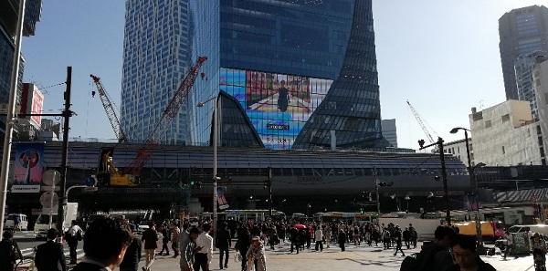 渋谷駅宮益坂交差点から見えるスクランブルスクエア東棟