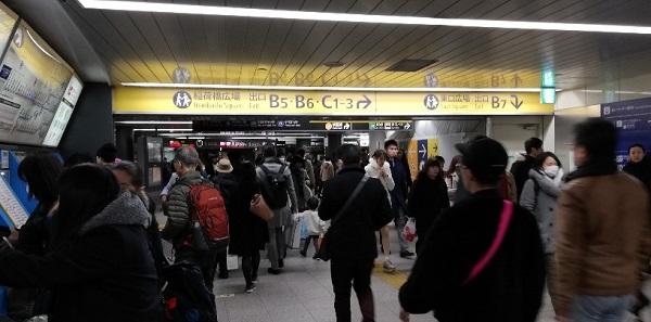 東急東横・副都心線の構内にある出口へのナビゲーション