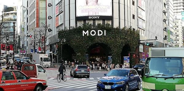 渋谷駅ハチ公口の渋谷モディの外観
