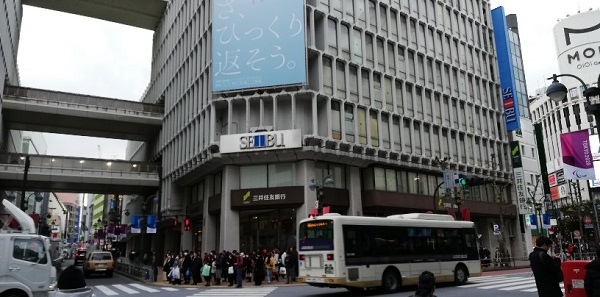 渋谷駅ハチ公口の渋谷西武外観