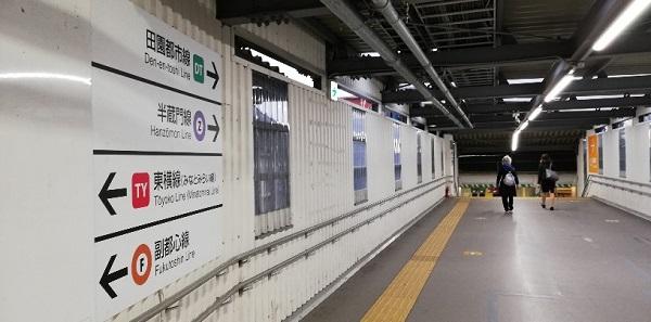 渋谷駅JR中央改札前の通路