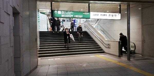 渋谷駅京王井の頭線改札前の通路